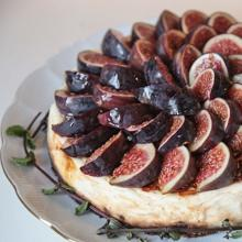 Cheesecake with fresh figs