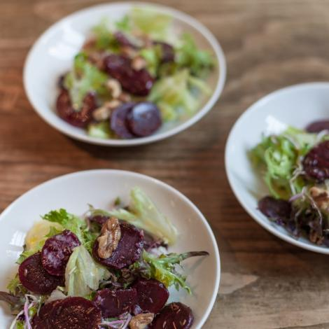 Autumn salad with beetroot and walnuts